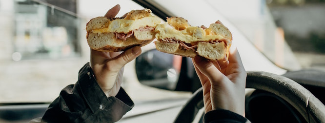top tips to avoid and prevent distracted driving - dont eat while driving